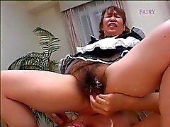 Japanin karvainen mummi piika ! !