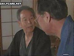 Os homens japoneses tesão lambendo e brincando fendas asiáticos inocentes