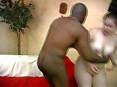 Chubby lävistetty valkoinen tyttö saa munaa BBC
