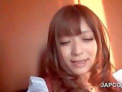 Giapponese studentessa di si fa hairy pussy prese in giro in stretta fino