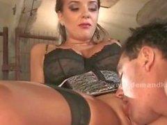 Busty sluty verhaut Geliebte und Slave Whipps vor sich ficken