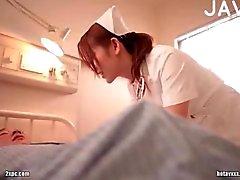 Busty Krankenschwester jap. Hänseleien Typ