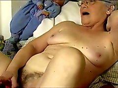 OmaPass vecchiette sexy di si masturba il suo fica pelosa