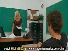 Estudante fode sua professora loira sexy com peitos enormes