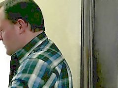 Padre scopa il suo grazioso teen pon pon di Riley Reid