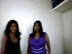 Busty Boobs Intian Aunty tekee blowjob hänen Asiakaspalvelu