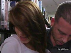 Joseline adolescente Kelly pasa a tientas BF dentro de la librería
