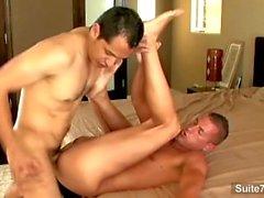 Ursnygga gay suck och ride anally i stort kran