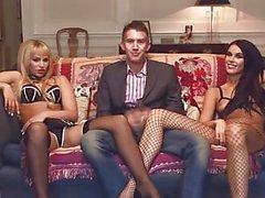 Porche britannici in un terzetto la FFM nel divano