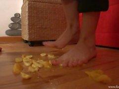 Foot Worship - Pés e Alimentos - Bannanas & Tangerine pt1