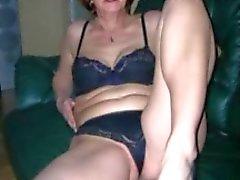 Isoäidit rakastaa vauhdissa nuorten poikien kanssa
