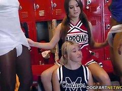 Cheerleader Jojo Kiss und Zelda Morrison versucht BBC
