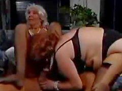 Versaute Großmütter gestützt Group Sex