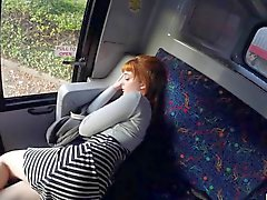Cornea teenager Lola batteva nel bus di