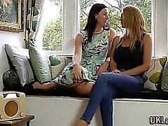 Brit stockings les finger