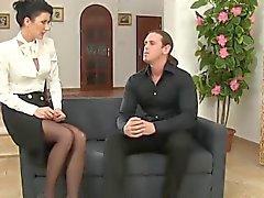 Stockings bevande con suocera fanno pipì