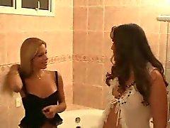 Транссексуалы - Ванная комната сексом с девочки
