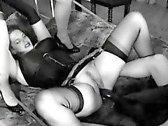 Dirty huoria käyttää Giant dildoa naida