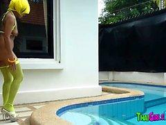 Thai fnask i bassängen