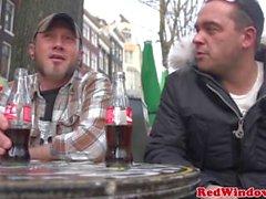 Brunett holländska hora banged av turister