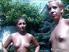 Sluts p1ss nerede Açık lezbiyenler göstermek