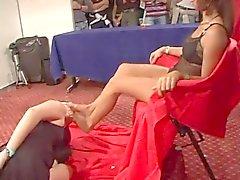 лесбиянок ног ведомого поклонения Госпожа футов общественностью