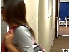 Di Emo della scolara vuole essere puttana campus