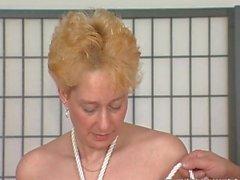Blonde kypsillä nussitaan on sidottu sekä hallitsi