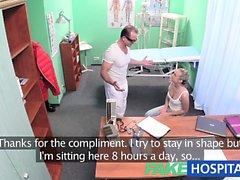 FakeHospital Hot blondinette adore aux médecins muscles