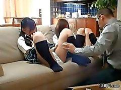 Cute tiener babes krijgen hun kutjes