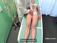 Faux médecin de Checz baisant la blonde amateur