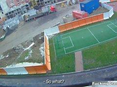 Lanet Gözlük - Ufacık bir balkon becerdin