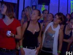 Tonnen von blondes Frauen saugen Schwänzen