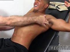 Nuoret homo porno videot jotka sisältävät Mikey Tickle vrk In The Tickle Nojatuoli
