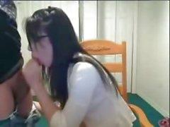 Gözlük ile sıcak genç web kamerası onun bf berbat