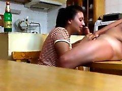 Das Ausspionieren meiner Mama und benachbarten in der Küche