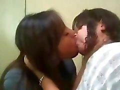 Lesbico teen baciare