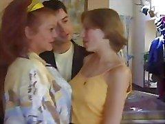 RANSKAN TÄYSIKASVUINEN N48 äiti ja nuori tyttö lesbot