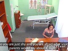 Teen Chicas folla médico una prescripción