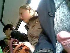 tre kvinnor på bussen