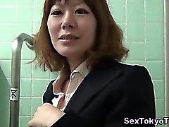 Asiatischen hottie Brillen Kitzler reiben