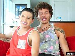 Latino gay anale e sborrata
