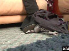 Impressionnant Kelly révèle sa petite chatte