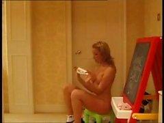 Shanine ist ein britischer cam Schlampe, die Mag nackt zu und necken ihre Fans