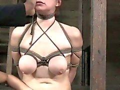 Bichano lábios Bondage de BDSM sub Bella de Rossi preso