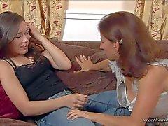 Ungen i jeans Sinn salvia och Äldre Melissa Monets