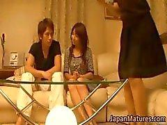 Japanse volwassen vrouwen hebben een drietal part4