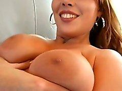 Proiezione brutta dei le tette sexy della