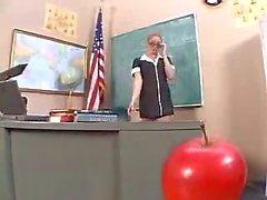 Méchante sexuels en salle entre enseignant et étudiant
