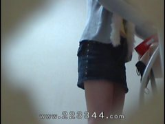 Peeping the change of clothes of Japanese slender girl.